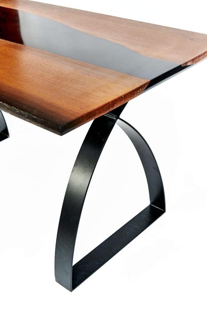 Стол из дуба и эпоксидки дизайнерский